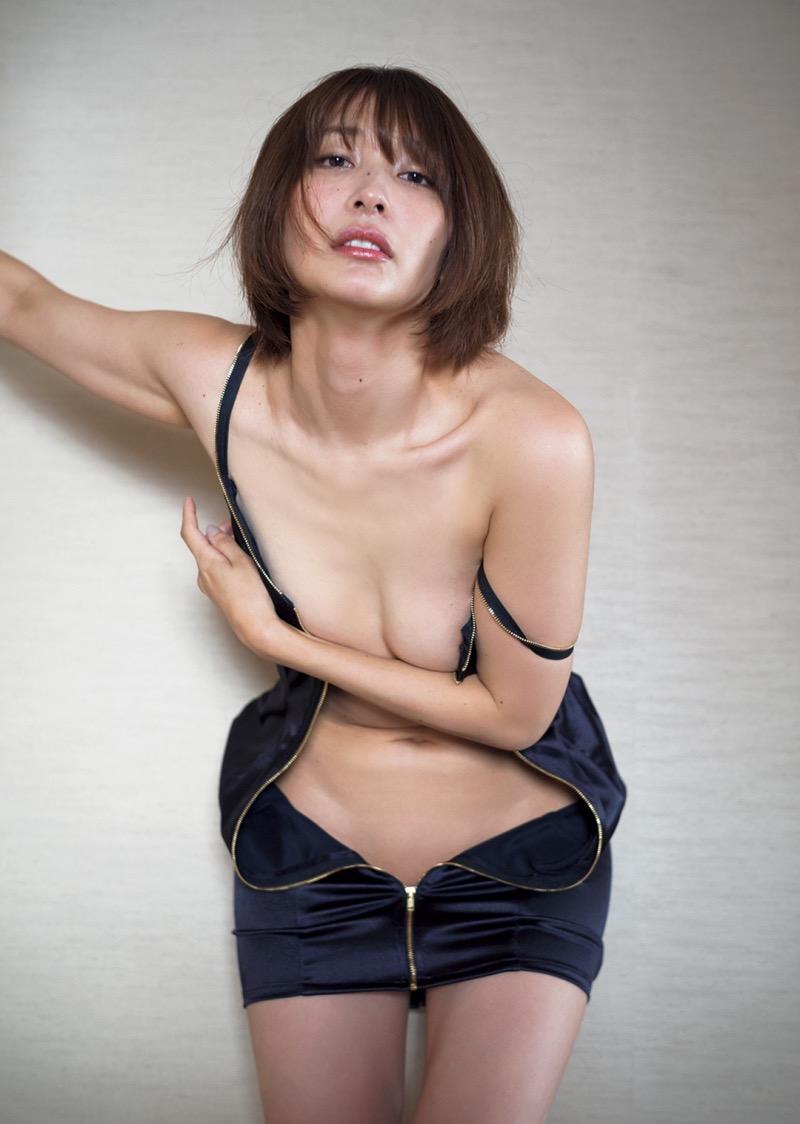 【山崎真実グラビア画像】30歳を超えて増々過激になっていく美女のセミヌード画像 31