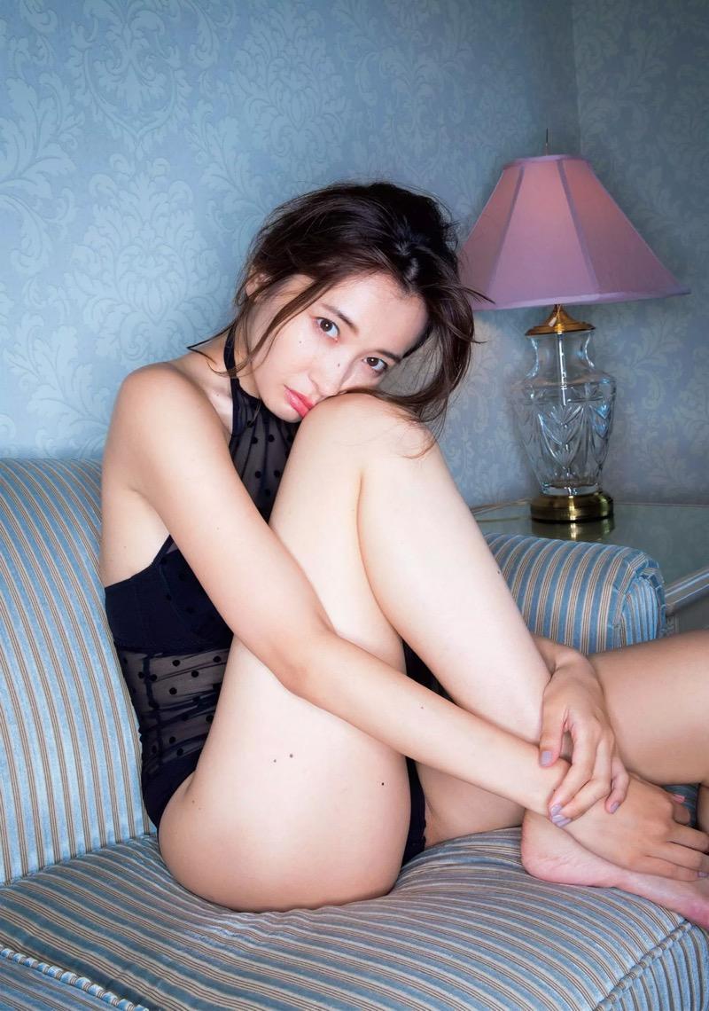 【山崎真実グラビア画像】30歳を超えて増々過激になっていく美女のセミヌード画像 32