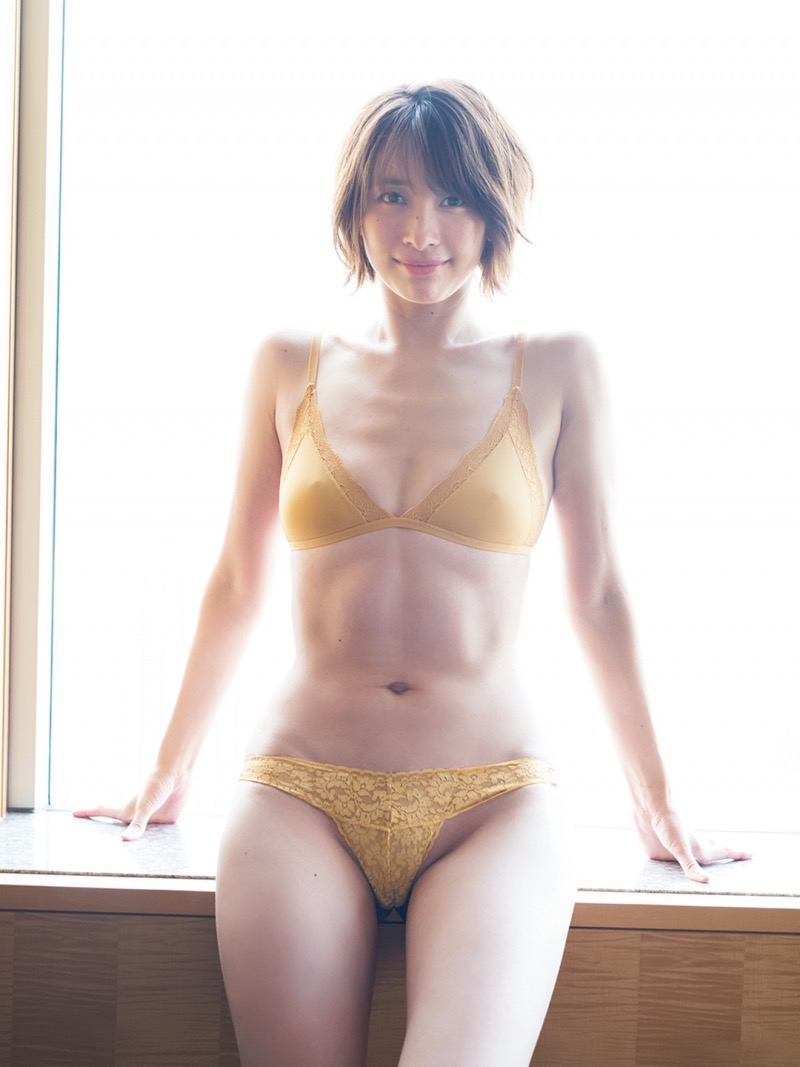 【山崎真実グラビア画像】30歳を超えて増々過激になっていく美女のセミヌード画像 34