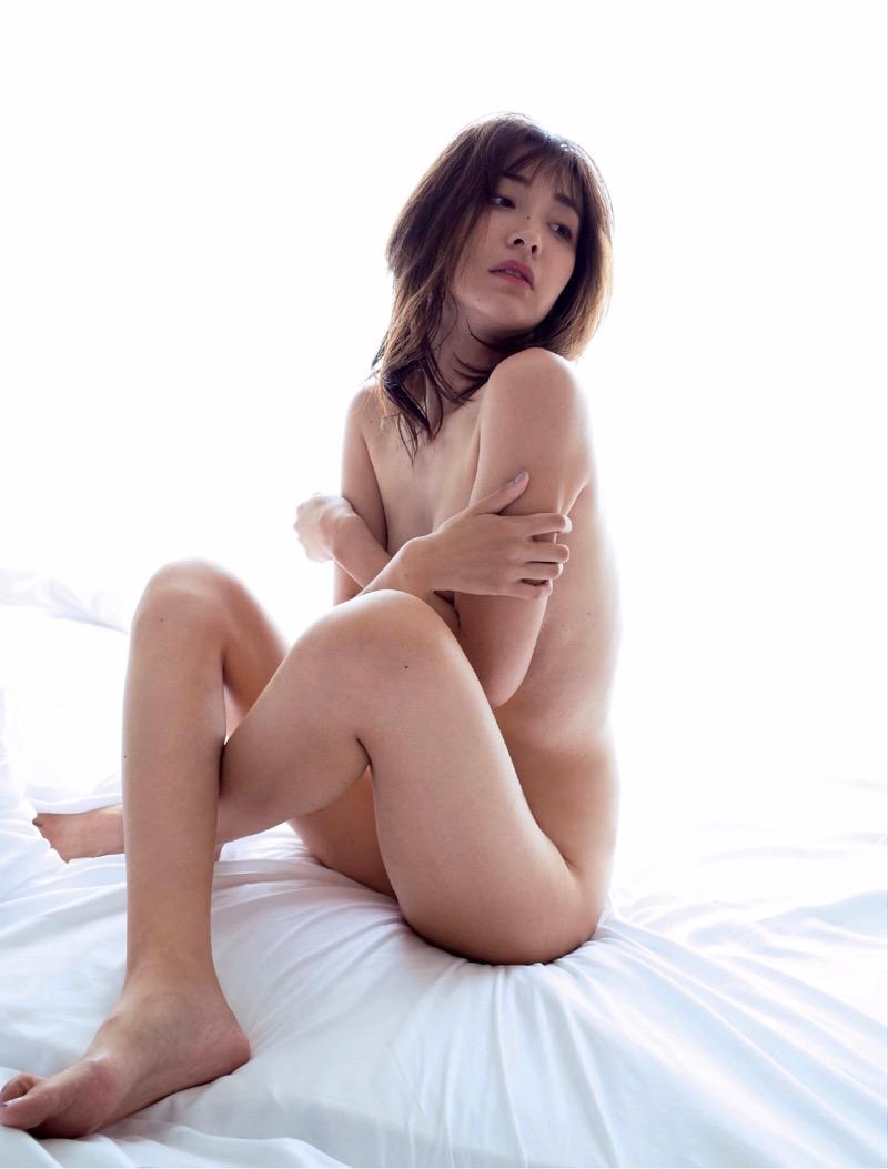 【山崎真実グラビア画像】30歳を超えて増々過激になっていく美女のセミヌード画像 40