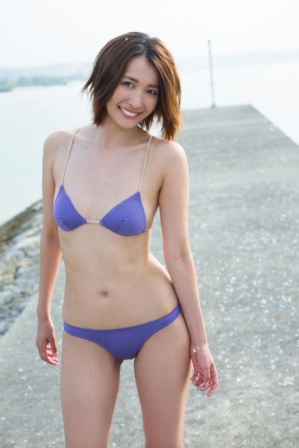 【山崎真実グラビア画像】30歳を超えて増々過激になっていく美女のセミヌード画像 50