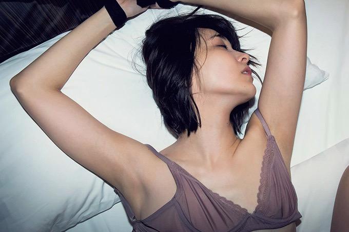 【山崎真実グラビア画像】30歳を超えて増々過激になっていく美女のセミヌード画像 52