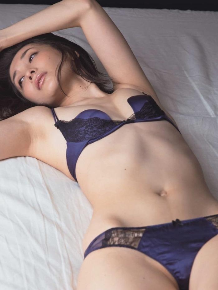 【山崎真実グラビア画像】30歳を超えて増々過激になっていく美女のセミヌード画像 56