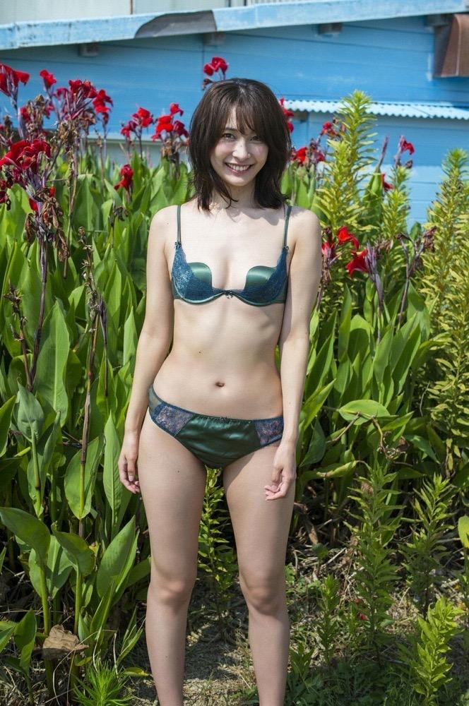 【山崎真実グラビア画像】30歳を超えて増々過激になっていく美女のセミヌード画像 57