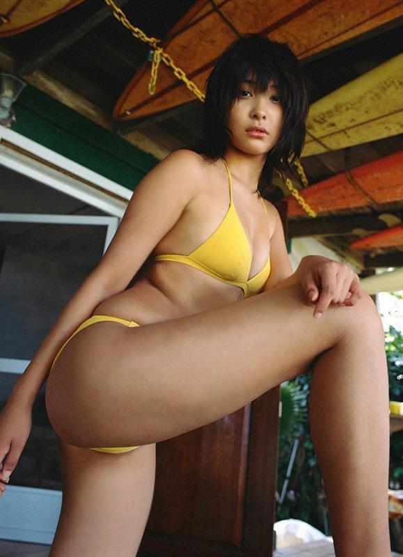 【山崎真実グラビア画像】30歳を超えて増々過激になっていく美女のセミヌード画像 68