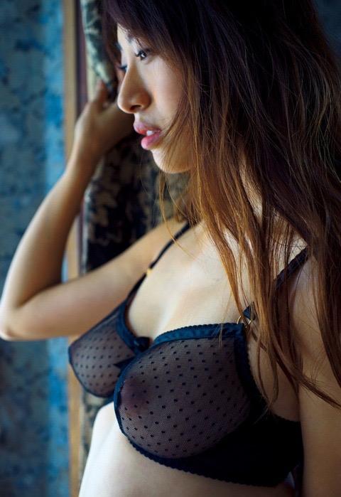 【グラドル乳首画像】美女のノーブラ乳首ポチや乳輪が透けて見えちゃった! 10