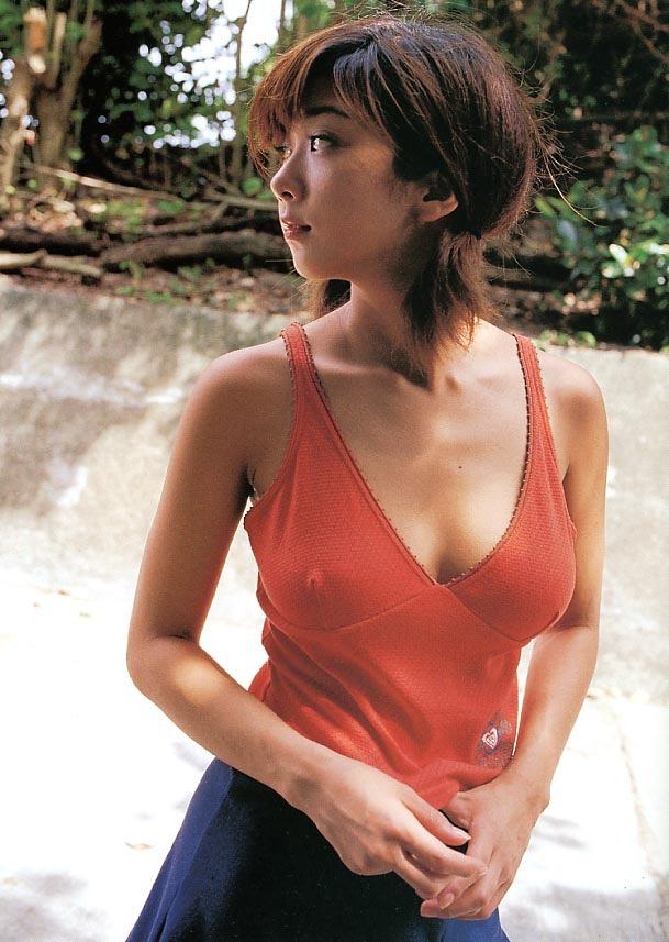 【グラドル乳首画像】美女のノーブラ乳首ポチや乳輪が透けて見えちゃった! 11