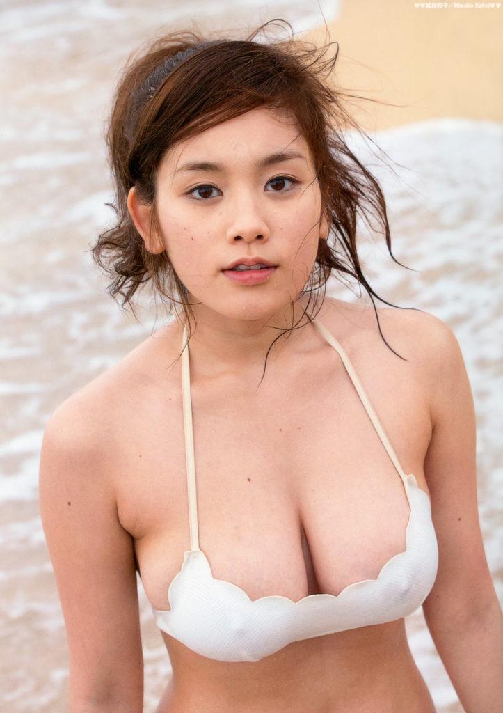 【グラドル乳首画像】美女のノーブラ乳首ポチや乳輪が透けて見えちゃった! 18