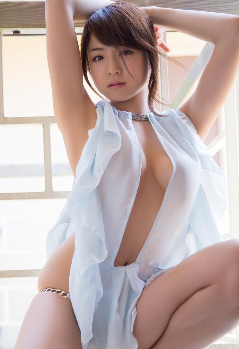 【グラドル乳首画像】美女のノーブラ乳首ポチや乳輪が透けて見えちゃった! 19