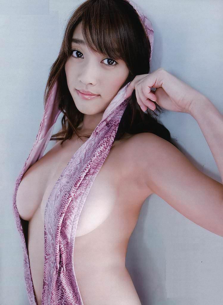 【グラドル乳首画像】美女のノーブラ乳首ポチや乳輪が透けて見えちゃった! 23