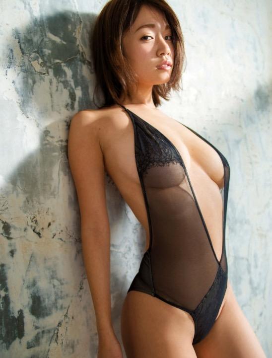 【グラドル乳首画像】美女のノーブラ乳首ポチや乳輪が透けて見えちゃった! 34