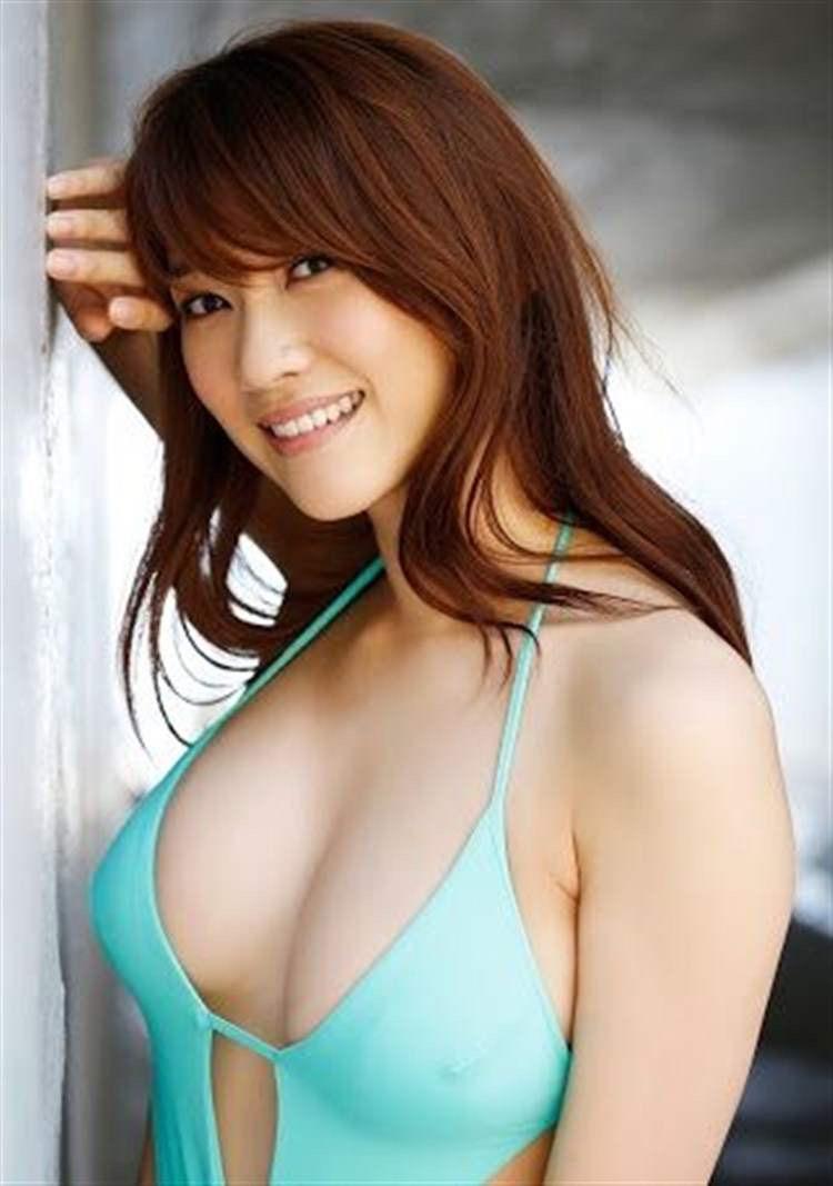 【グラドル乳首画像】美女のノーブラ乳首ポチや乳輪が透けて見えちゃった! 49
