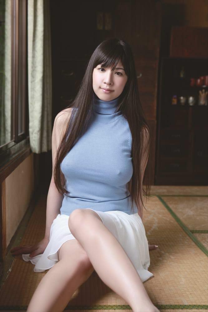 【グラドル乳首画像】美女のノーブラ乳首ポチや乳輪が透けて見えちゃった! 52