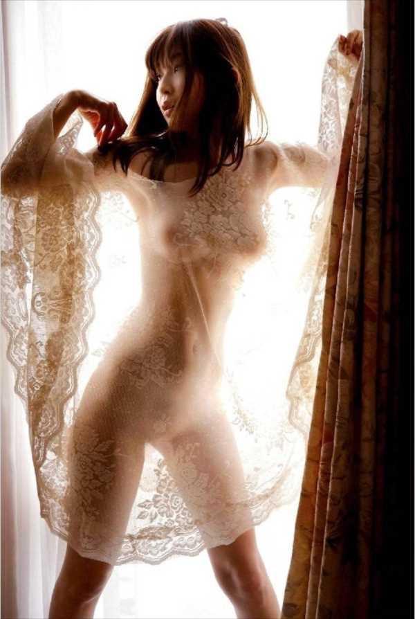 【グラドル乳首画像】美女のノーブラ乳首ポチや乳輪が透けて見えちゃった! 69
