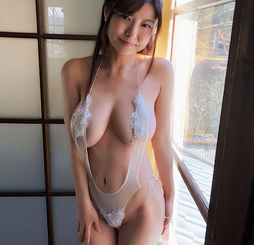 【グラドル乳首画像】美女のノーブラ乳首ポチや乳輪が透けて見えちゃった! 73