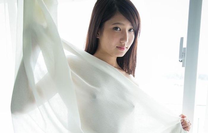 【グラドル乳首画像】美女のノーブラ乳首ポチや乳輪が透けて見えちゃった! 76
