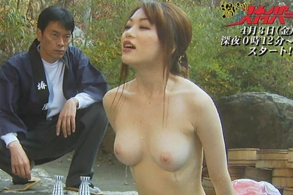 【芸能人温泉キャプチャ画像】あわよくばオッパイポロリ期待できる温泉シーン!