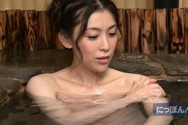 【芸能人温泉キャプチャ画像】あわよくばオッパイポロリ期待できる温泉シーン! 28