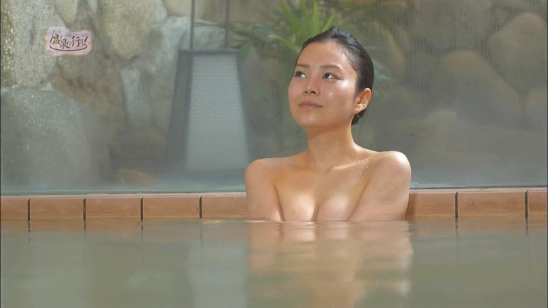 【芸能人温泉キャプチャ画像】あわよくばオッパイポロリ期待できる温泉シーン! 56