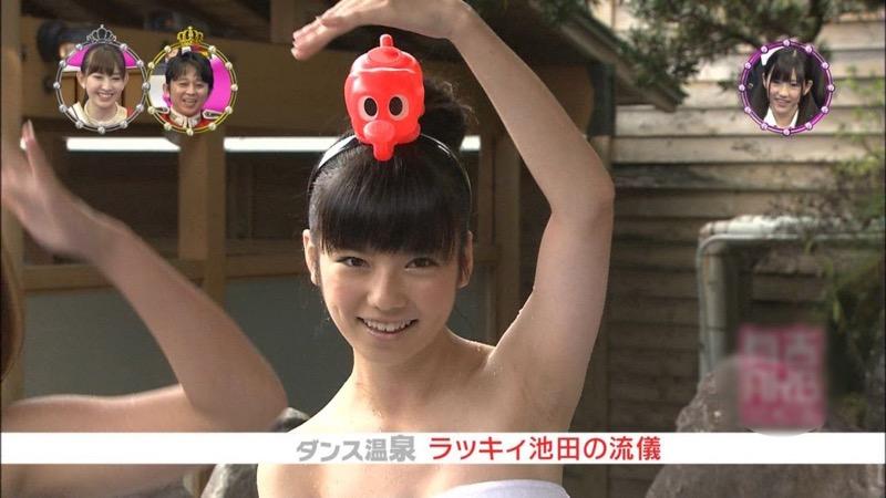【芸能人温泉キャプチャ画像】あわよくばオッパイポロリ期待できる温泉シーン! 68
