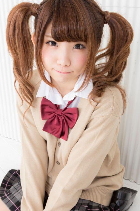 【ツインテール美少女画像】様々な形のツインテールが似合う美少女タレントたち 16