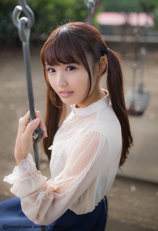 【ツインテール美少女画像】様々な形のツインテールが似合う美少女タレントたち 17