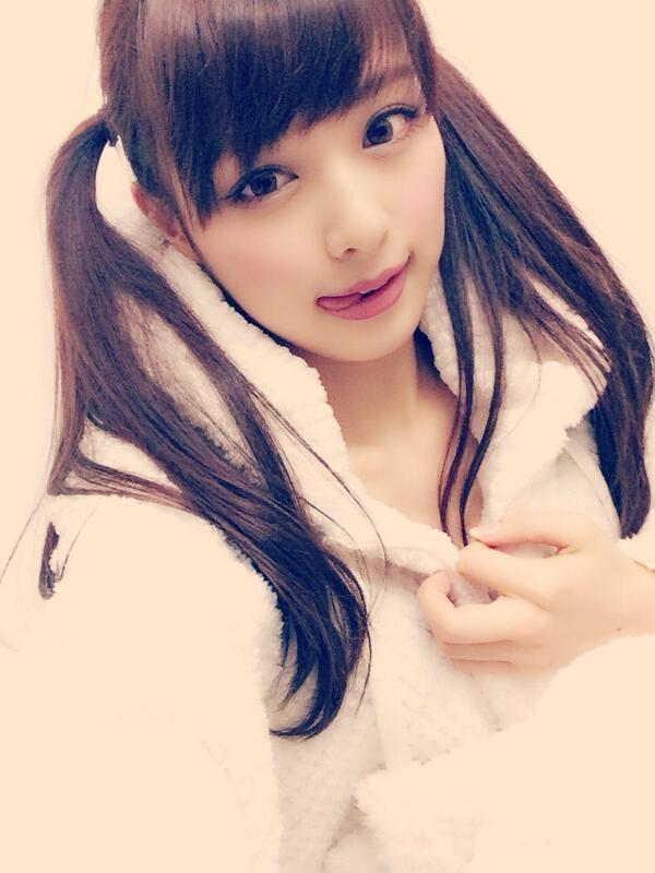 【ツインテール美少女画像】様々な形のツインテールが似合う美少女タレントたち 46