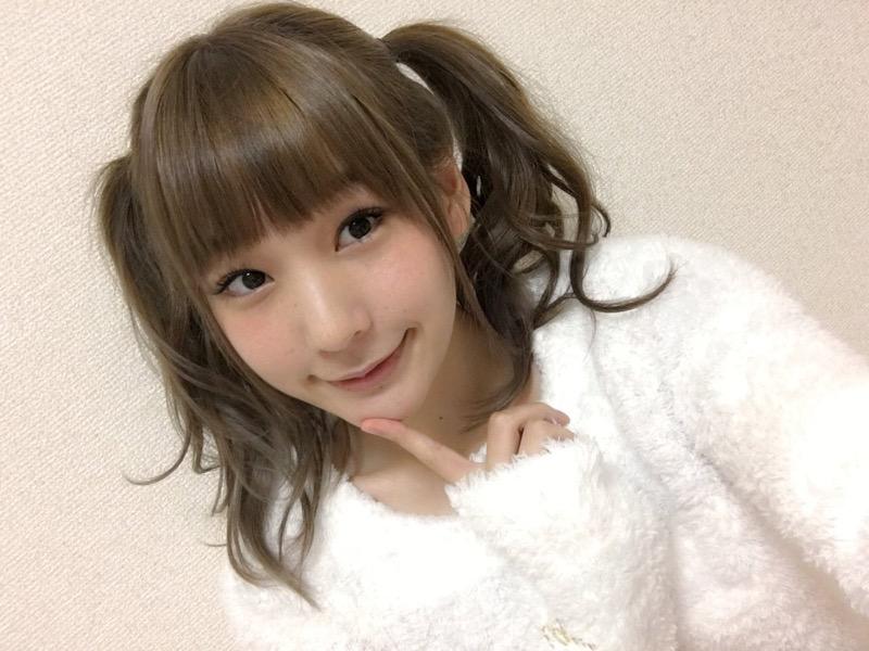 【ツインテール美少女画像】様々な形のツインテールが似合う美少女タレントたち 47