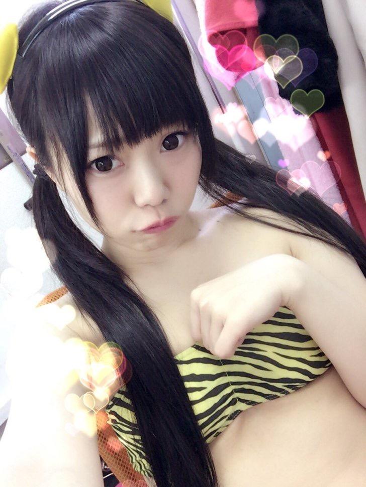 【黒崎れおんアイドル画像】ツインテールが良く似合う童顔萌え娘のコスプレ&水着姿 22