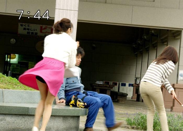 【女子アナハプニング画像】番組中を襲った女子アナたちのエッチなハプニングの瞬間 03