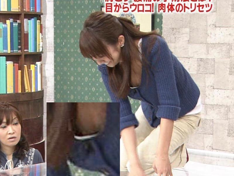 【女子アナハプニング画像】番組中を襲った女子アナたちのエッチなハプニングの瞬間 05