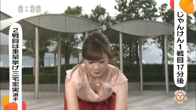 【女子アナハプニング画像】番組中を襲った女子アナたちのエッチなハプニングの瞬間 06
