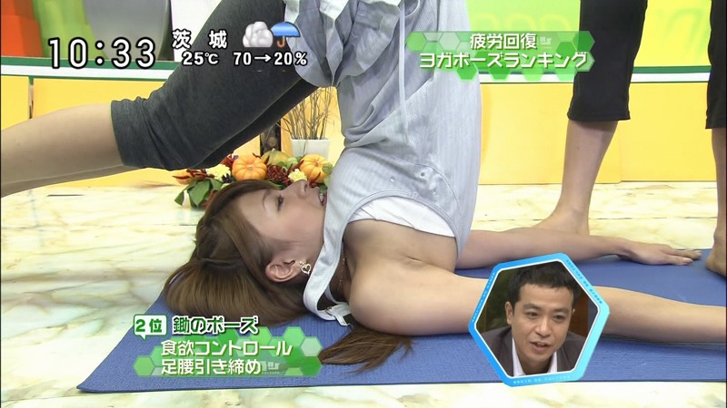 【女子アナハプニング画像】番組中を襲った女子アナたちのエッチなハプニングの瞬間 07
