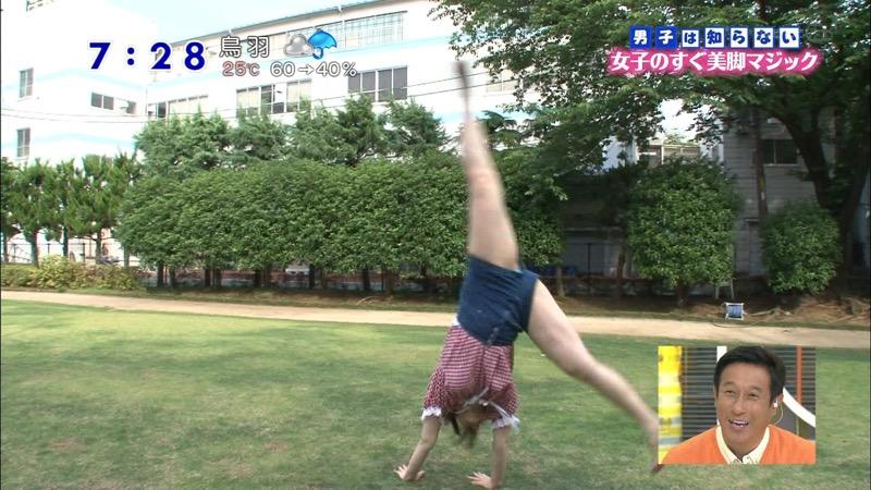 【女子アナハプニング画像】番組中を襲った女子アナたちのエッチなハプニングの瞬間 09