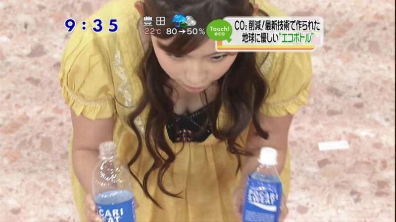 【女子アナハプニング画像】番組中を襲った女子アナたちのエッチなハプニングの瞬間 11