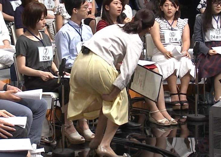 【女子アナハプニング画像】番組中を襲った女子アナたちのエッチなハプニングの瞬間 15