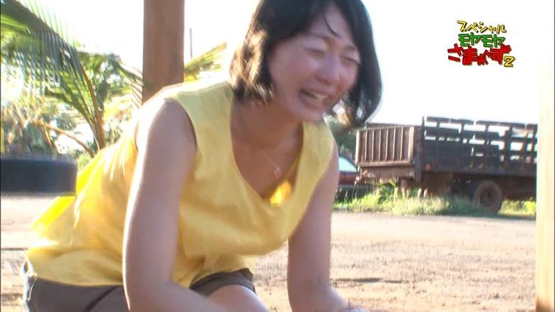 【女子アナハプニング画像】番組中を襲った女子アナたちのエッチなハプニングの瞬間 16