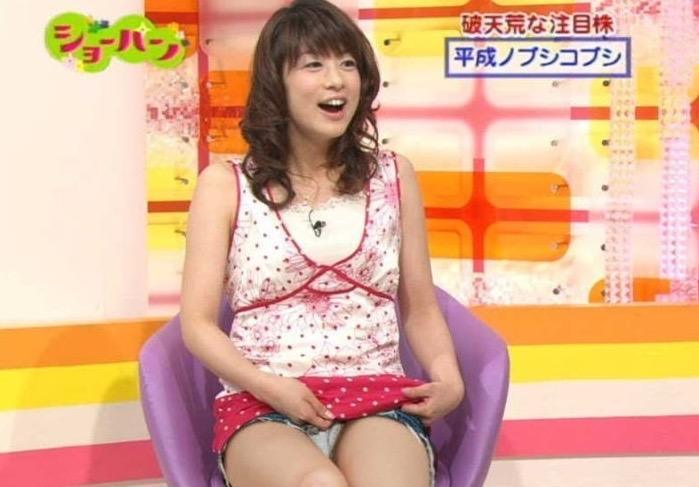 【女子アナハプニング画像】番組中を襲った女子アナたちのエッチなハプニングの瞬間 40