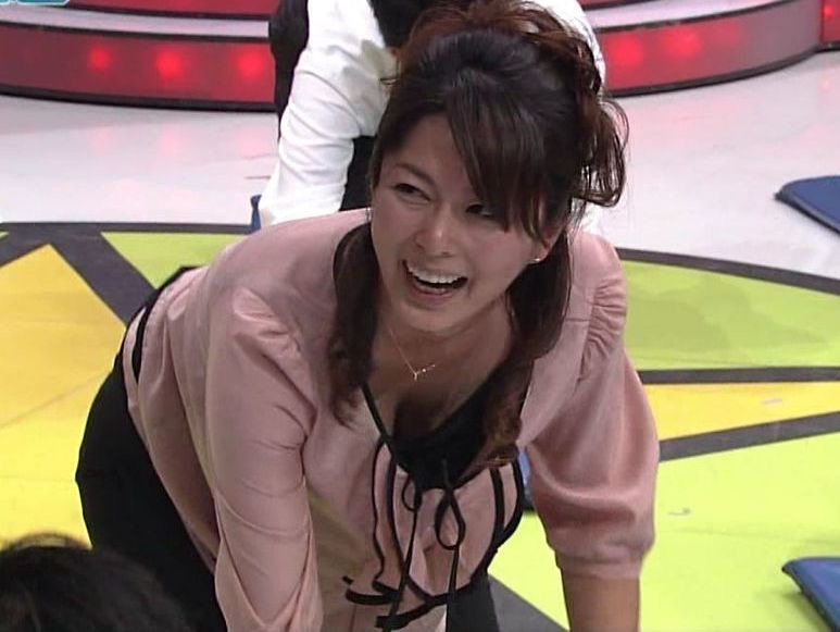 【女子アナハプニング画像】番組中を襲った女子アナたちのエッチなハプニングの瞬間 41