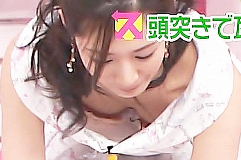【女子アナハプニング画像】番組中を襲った女子アナたちのエッチなハプニングの瞬間 42
