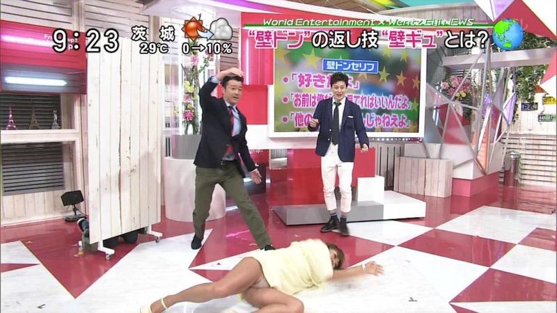【女子アナハプニング画像】番組中を襲った女子アナたちのエッチなハプニングの瞬間 62