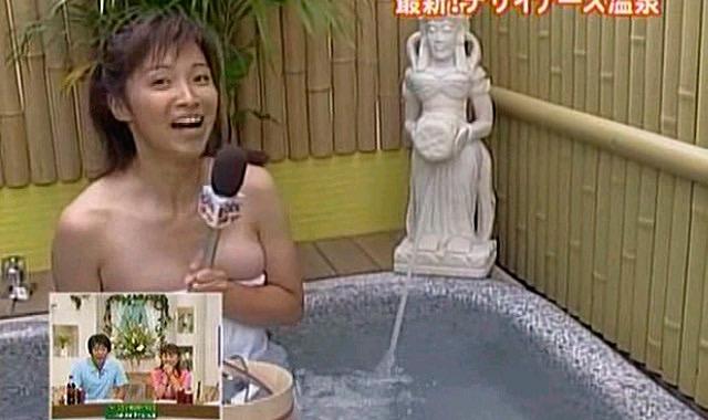 【女子アナハプニング画像】番組中を襲った女子アナたちのエッチなハプニングの瞬間 69