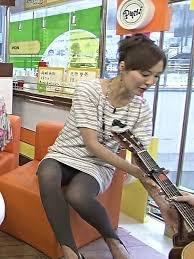 【女子アナハプニング画像】番組中を襲った女子アナたちのエッチなハプニングの瞬間 78