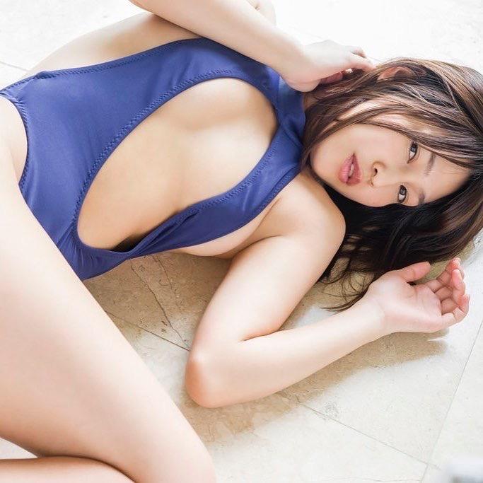【小柳歩グラビア画像】ミスマリンちゃんの経験もあるセクシーグラドル美女