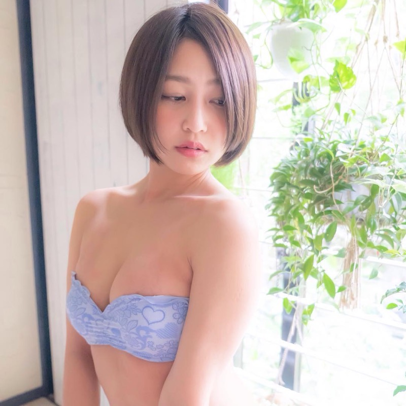 【小柳歩グラビア画像】ミスマリンちゃんの経験もあるセクシーグラドル美女 34