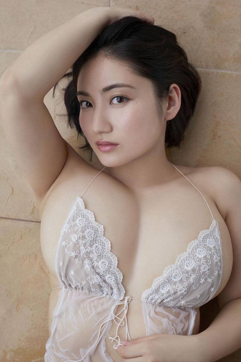 【紗綾グラビア画像】ジュニア時代から活躍した巨乳ボディがエロい水着美女 09