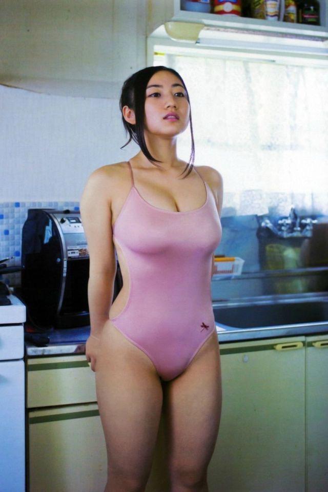 【紗綾グラビア画像】ジュニア時代から活躍した巨乳ボディがエロい水着美女 15