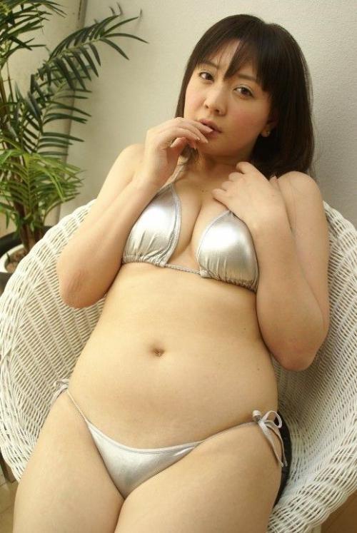 【ぽっちゃりグラドル画像】抱き心地良さそうな豊満ボディのグラビアアイドル! 25