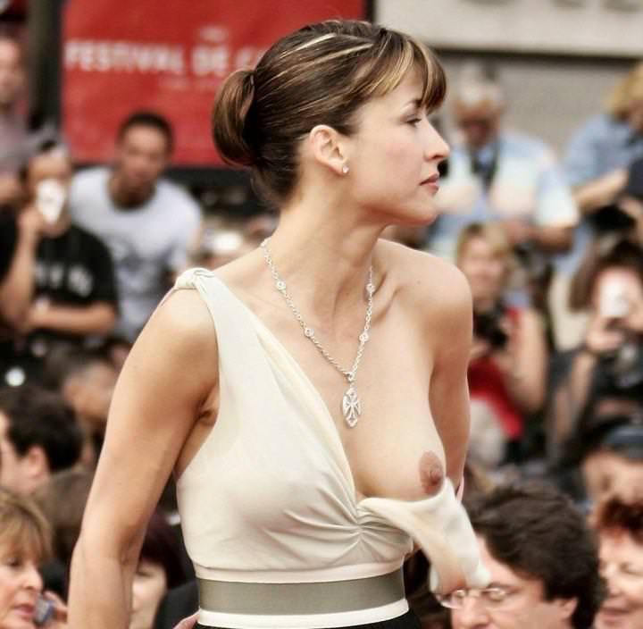 【海外ハプニング画像】外国人美女のチラリ&ポロリで見えちゃったエロ画像 34