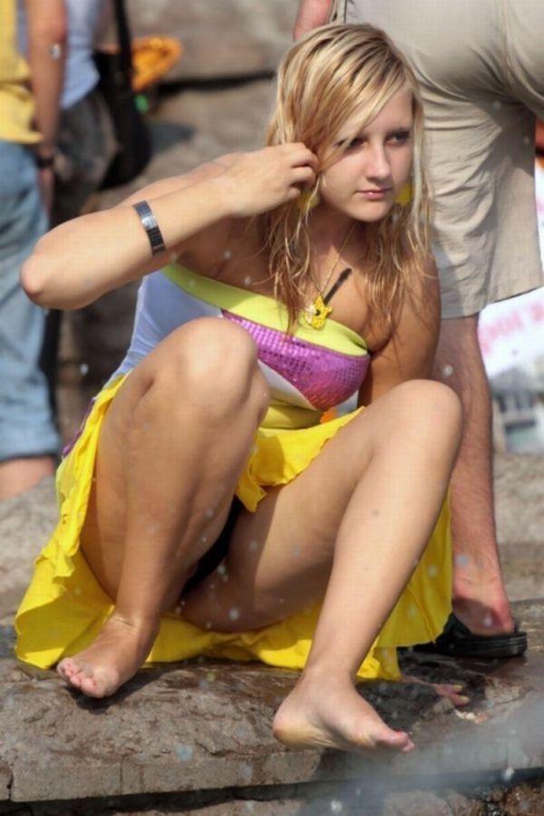 【海外ハプニング画像】外国人美女のチラリ&ポロリで見えちゃったエロ画像 36